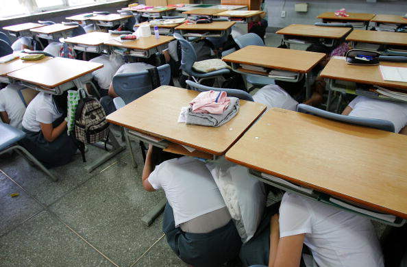 Emergency Planning「South Korean Students Participate In Nationwide Earthquake Drill」:写真・画像(1)[壁紙.com]