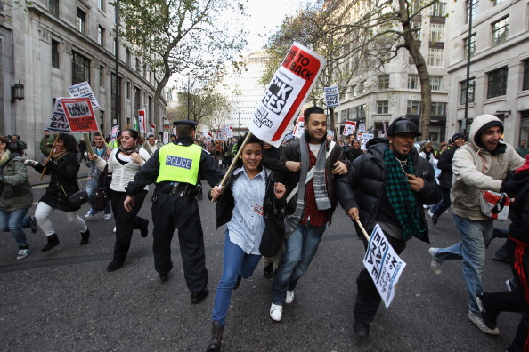 Dan Kitwood「Students Protest Over The Government's Proposed Changes To Tuition Fees」:写真・画像(15)[壁紙.com]