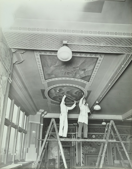 Ceiling「Students Painting A Design On The Ceiling, School Of Building, Brixton, London, 1939.  .」:写真・画像(8)[壁紙.com]