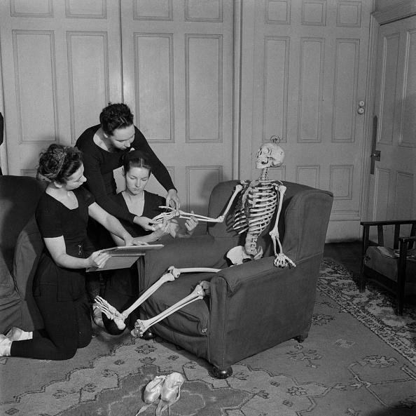 Only Young Women「Skeleton Joey」:写真・画像(13)[壁紙.com]