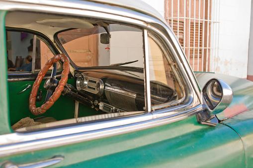 鏡開き「内側、キューバ車」:スマホ壁紙(13)