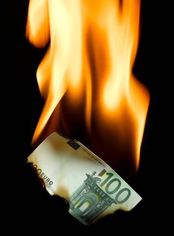 Money to Burn「Burning 100 Euro banknote」:スマホ壁紙(4)