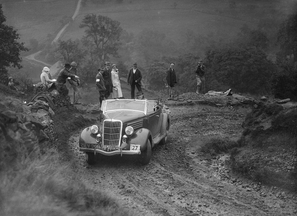 Dirt Road「Ford V8 of CAH Cann competing in the MCC Sporting Trial, 1935」:写真・画像(8)[壁紙.com]