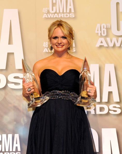 Three Quarter Length「46th Annual CMA Awards - Press Room」:写真・画像(6)[壁紙.com]