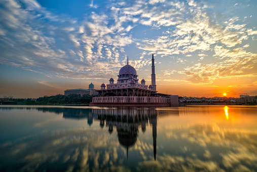 Mirror Lake「Sunrise with nice clouds and mosque」:スマホ壁紙(6)