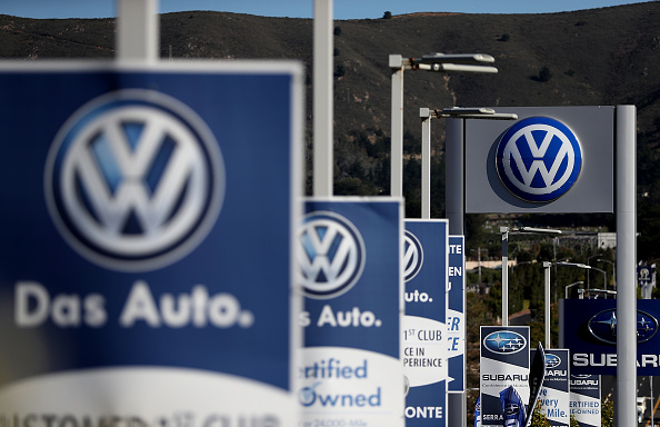 Volkswagen「Volkswagen To Lay Off 30,000 Workers After Emissions Scandal」:写真・画像(0)[壁紙.com]