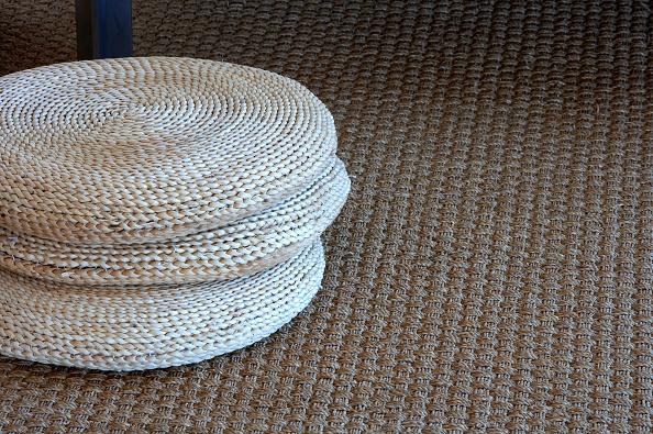 静物「Wicker mat on carpet」:写真・画像(0)[壁紙.com]