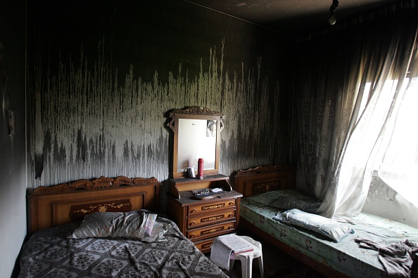 Bedroom「Israeli Planes And Helicopters Attack Tyre Overnight」:写真・画像(7)[壁紙.com]