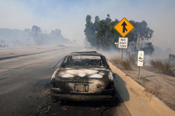 California State Route 1「Santa Anna Winds Stoke Wildfires In Southern California」:写真・画像(11)[壁紙.com]