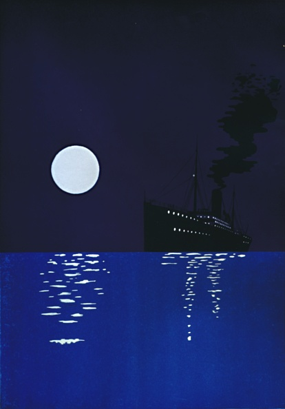 Copy Space「Cruise Ship At Sea In Moonlight」:写真・画像(13)[壁紙.com]