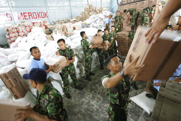 Charity and Relief Work「Humanitarian Aid Arrives In Medan, Indonesia」:写真・画像(14)[壁紙.com]