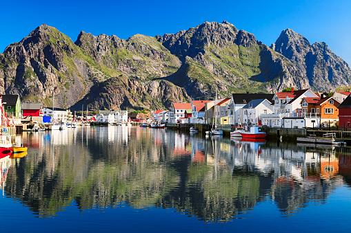 ノルウェー「ノルウェージョンフィッシング Henningsvaer 、絵のように美しいビレッジで ロフォーテン諸島 諸島」:スマホ壁紙(9)