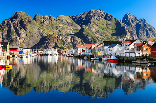 Island「Henningsvaer, picturesque Norwegian fishing village in Lofoten islands」:スマホ壁紙(13)
