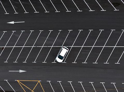 Single Object「One car at a parking lot」:スマホ壁紙(4)
