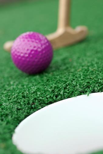 Putting - Golf「Purple golf ball being putted for miniature golf」:スマホ壁紙(19)