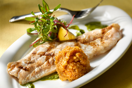 Char-Grilled「Grilled Red Snapper fillet with Quinoa and Baby Greens Salad」:スマホ壁紙(17)