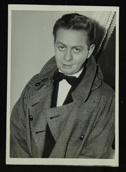 Overcoat「Portrait of American singer, musician and actor Mel Torme, c1950s. .」:写真・画像(4)[壁紙.com]