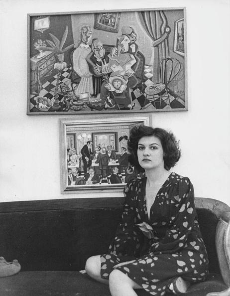 座る「Paloma Picasso」:写真・画像(6)[壁紙.com]
