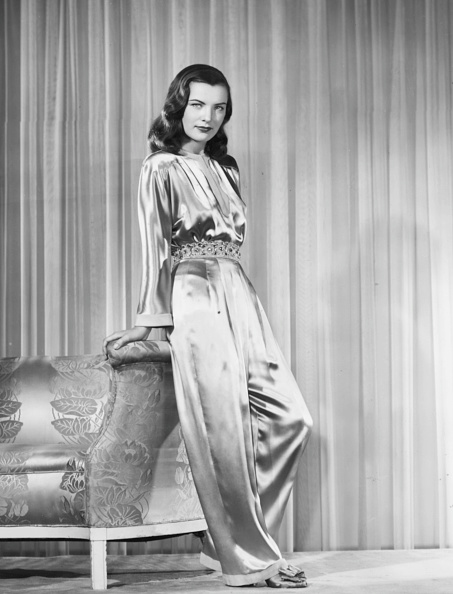 Jumpsuit「Ella Raines」:写真・画像(10)[壁紙.com]