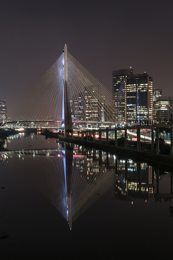 Financial District「Portrait of Cable-Stayed Bridge Octávio Frias de Oliveira at night  in São Paulo, Brazil」:スマホ壁紙(2)