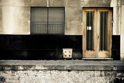 Buenos Aires「Portrait of Run-dow, Dirty, Old Sidewalk and Street」:スマホ壁紙(17)