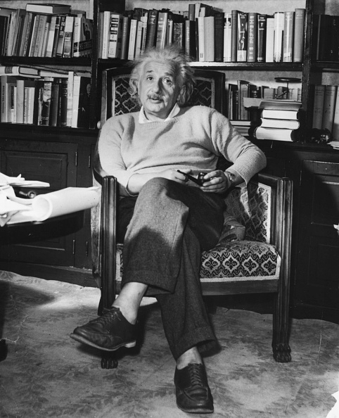 座る「Albert Einstein」:写真・画像(14)[壁紙.com]