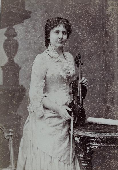 Violin「Portrait Of A Viennese Violinist. About 1890. Photograph By Fritz Luckhardt / Vienna. Photograph.」:写真・画像(1)[壁紙.com]