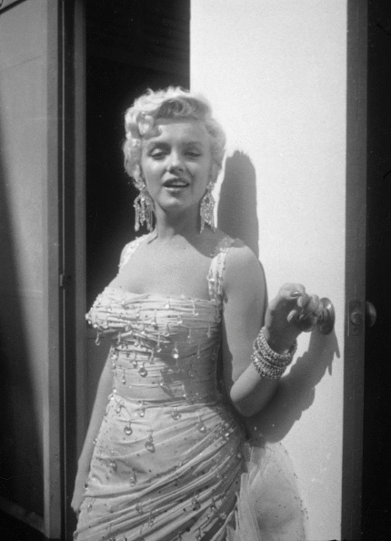 Doorway「Marilyn Monroe On Set For 'There's No Business Like Show Business'」:写真・画像(6)[壁紙.com]