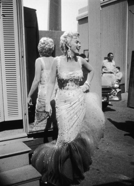 Gene Lester「Marilyn Monroe On Set For 'There's No Business Like Show Business'」:写真・画像(5)[壁紙.com]