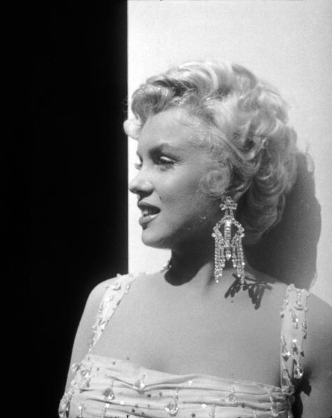 Profile View「Marilyn Monroe On Set For 'There's No Business Like Show Business'」:写真・画像(7)[壁紙.com]
