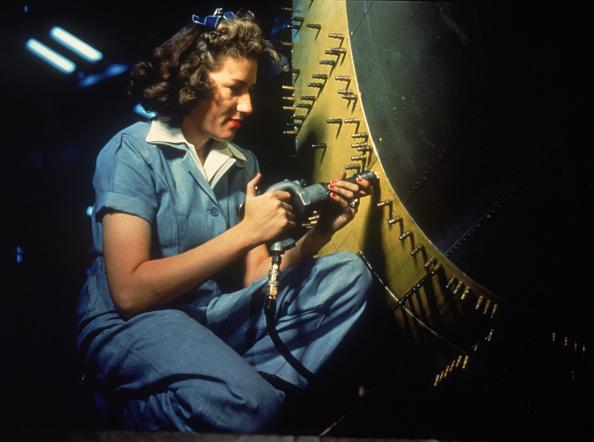World War II「'Riveter At Work'」:写真・画像(19)[壁紙.com]