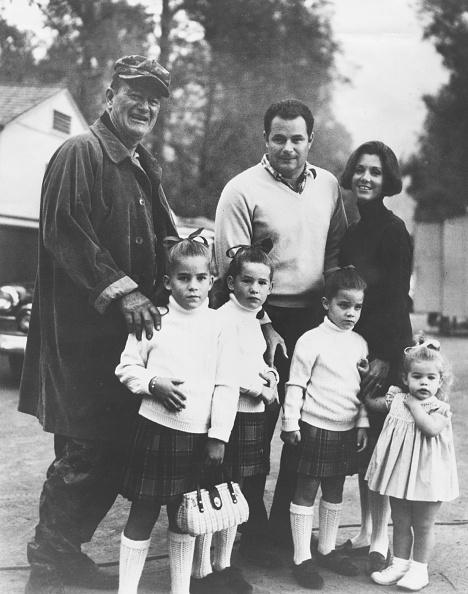 Photoshot「John Wayne And Family」:写真・画像(1)[壁紙.com]