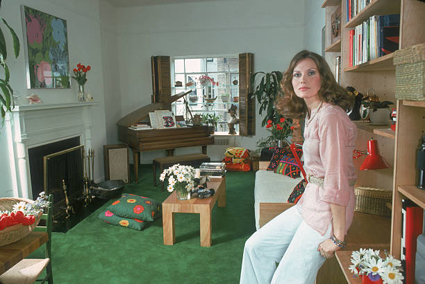 Portrait Of Maud Adams:ニュース(壁紙.com)