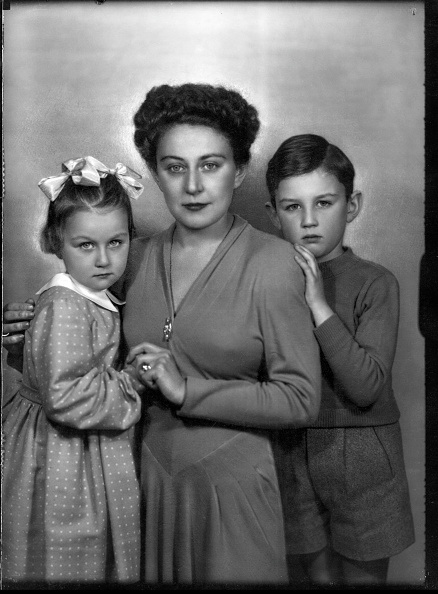 Fototeca Storica Nazionale「Mother and sons」:写真・画像(5)[壁紙.com]