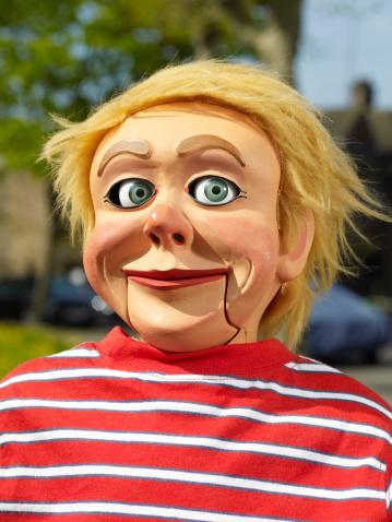 Ventriloquist's Dummy「Portrait of Ventriloquist doll outside」:スマホ壁紙(14)