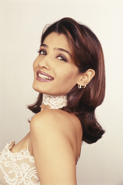 Gray Background「Raveena Tandon」:写真・画像(10)[壁紙.com]