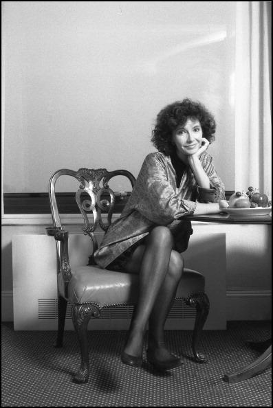 座る「Portrait Of Mary Steenburgen」:写真・画像(7)[壁紙.com]