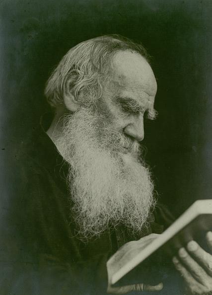 作家「Portrait Of The Author Count Lev Nikolayevich Tolstoy (1828-1910)」:写真・画像(2)[壁紙.com]