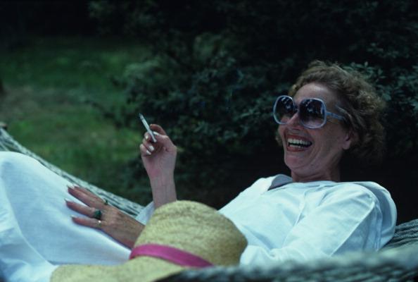 Sunglasses「Shirley Heller In The Garden」:写真・画像(19)[壁紙.com]