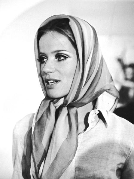 スカーフ「Portrait Of Veruschka Wearing Headscarf」:写真・画像(0)[壁紙.com]