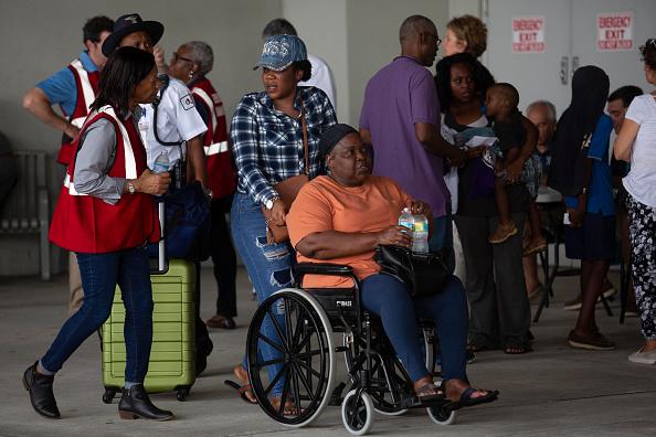 West Palm Beach「Bahamian Refugees From Hurricane Dorian Arrive In Florida」:写真・画像(5)[壁紙.com]