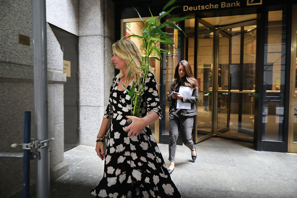 Downsizing - Unemployment「Deutsche Bank Shrinks Investment Banking Business, Cutting 18,000 Jobs」:写真・画像(5)[壁紙.com]
