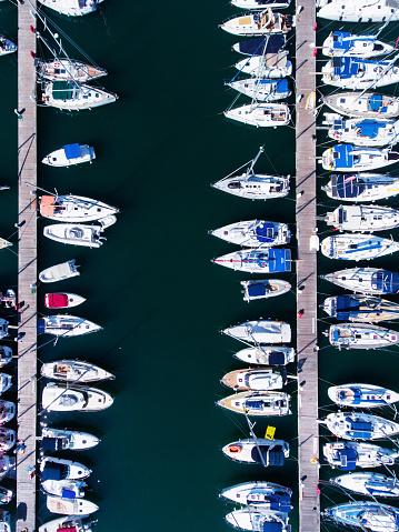 cloud「ヨットの上からの眺めが駐車場」:スマホ壁紙(8)