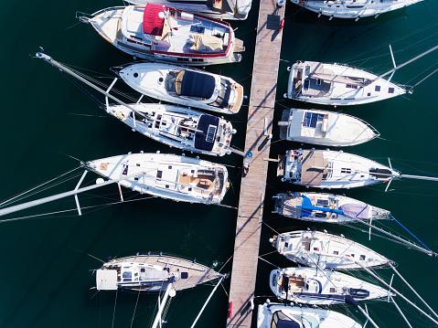 cloud「ヨットの上からの眺めが駐車場」:スマホ壁紙(10)