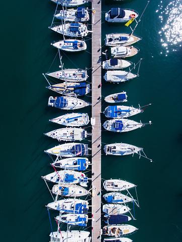cloud「ヨットの上からの眺めが駐車場」:スマホ壁紙(9)