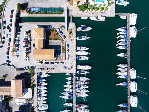 cloud「ヨットの上からの眺めが駐車場」:スマホ壁紙(19)