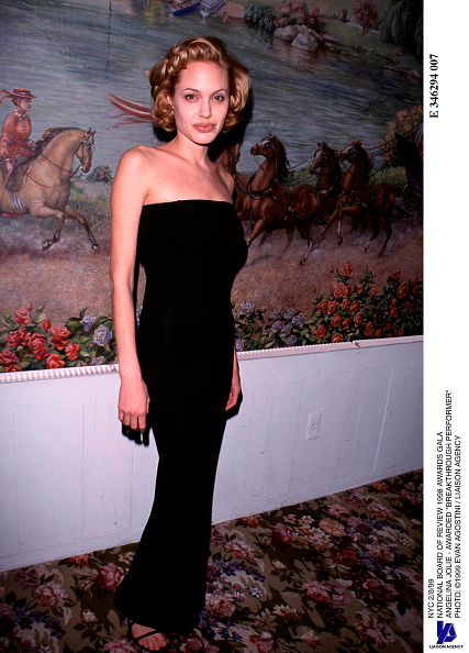 "Black Color「National Board Of Review 1998 Awards Gala Angelina Jolie - Awarded ""Breakthrough Performer""」:写真・画像(9)[壁紙.com]"