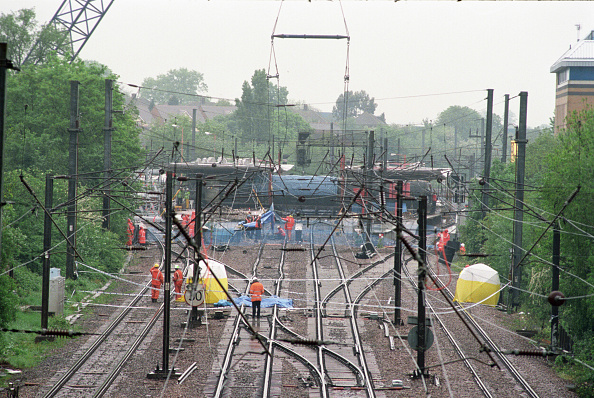 Approaching「Approach to Potters Bar Station and scene of rail crash United Kingdom」:写真・画像(11)[壁紙.com]
