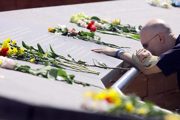 Waist Up「Columbine HS Massacre Remembered Ten Years Later」:写真・画像(10)[壁紙.com]