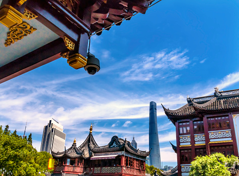Yu Yuan Gardens「Shanghai Tower, Jin Mao Tower seen from Yuyuan Garden, Old Town, Shanghai, China」:スマホ壁紙(19)